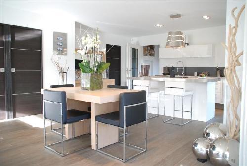 reconstruction et transformation d 39 une maison des ann es 70 cassis bouches du rh ne 13022. Black Bedroom Furniture Sets. Home Design Ideas