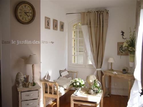 chambre bastide dans le var au beausset 83330. Black Bedroom Furniture Sets. Home Design Ideas